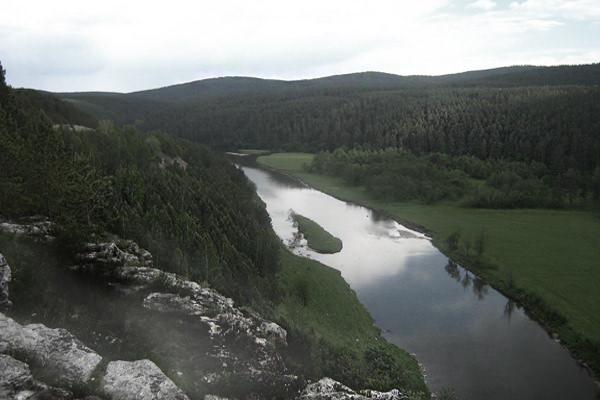 Утёс туман лес река