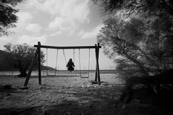 Картинки по запросу призрак ребенка на качелях