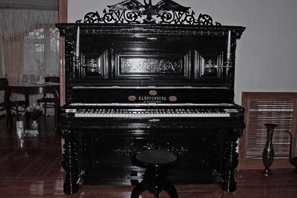 chernoe-fortepiano-pianino